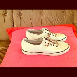 SPERRY WOMANS SHOES SIZE 11